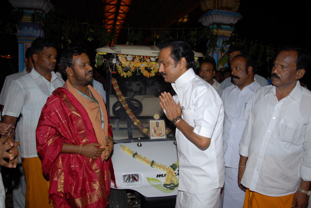 The Honourable Deputy Chief Minister takes the blessings of Sri Sakthi Amma