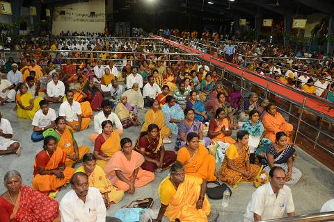 Devotees gather to witness the Yagam and receive the blessings of Sri Sakthi Amma