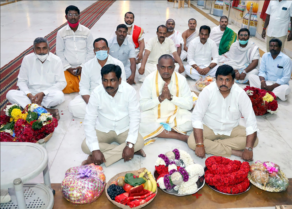 VIP-Shri MS Babu MLA & Trustees of Kanipakkam Temple